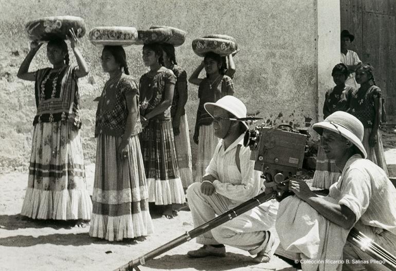© 5.Sergei Eisenstein filmando con tehuanas, ca. 1931