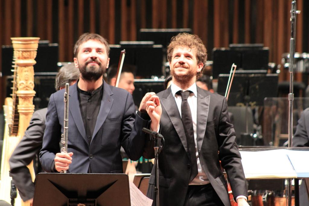 Adam Walker y Andrés Salado agradecen al público del Palacio de Bellas Artes