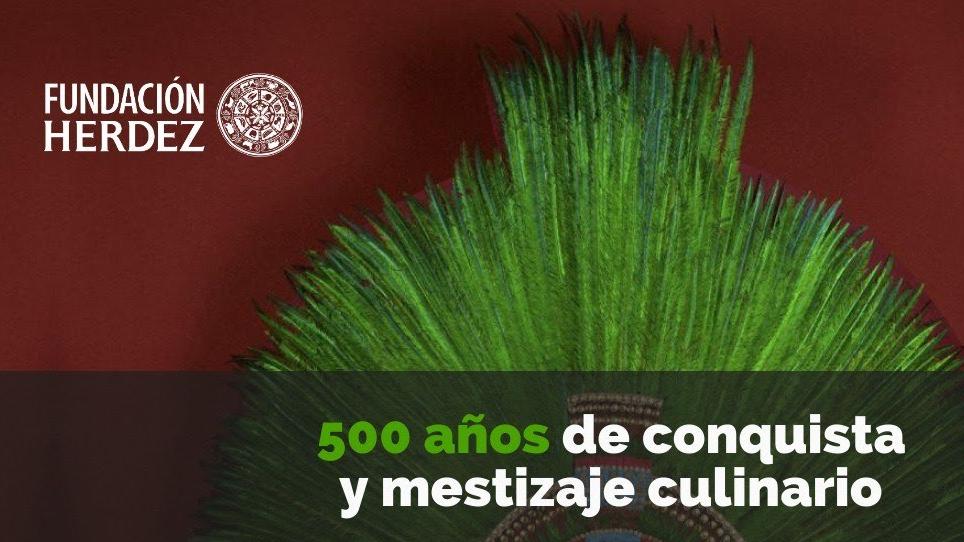 """Penacho de Moctezuma con la leyenda """"500 años de conquista y mestizaje culinario"""""""