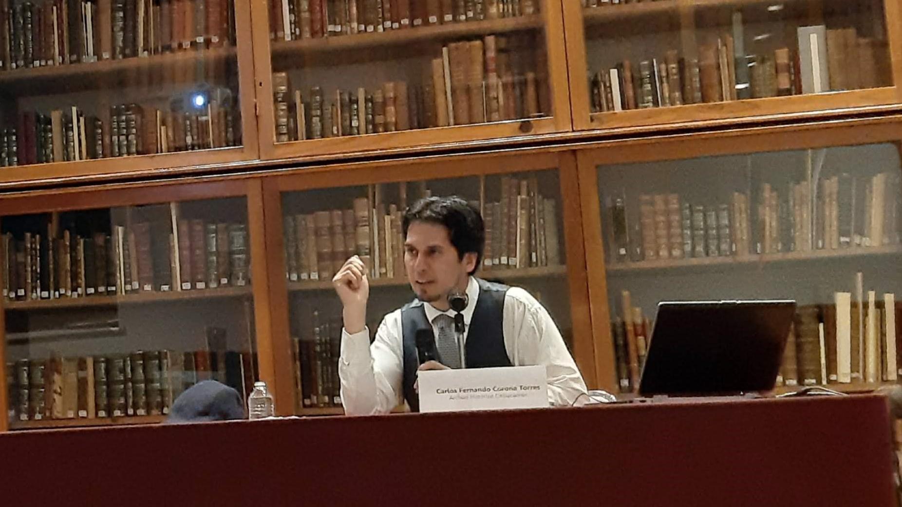 El escritor Fernando Corona en el Centro de Estudios de Historia de México Carso
