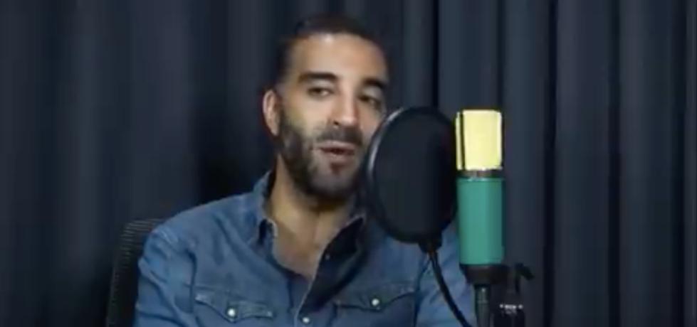 El abogado Simón Levy hablando durante una entrevista